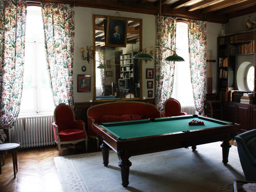 Chateau-Le-Plessis-36330-Velles-interieur-salon-billard