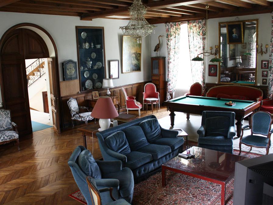 Chateau-Le-Plessis-36330-Velles-interieur-salon-billard-2