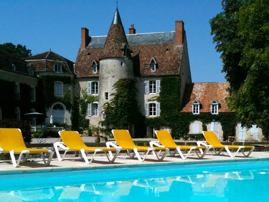 Chateau-Le-Plessis-36330-Velles-le-chateau-vue-de-la-piscine
