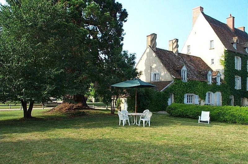 Chateau-Le-Plessis-36330-Velles-le-sequoia-exterieur-3