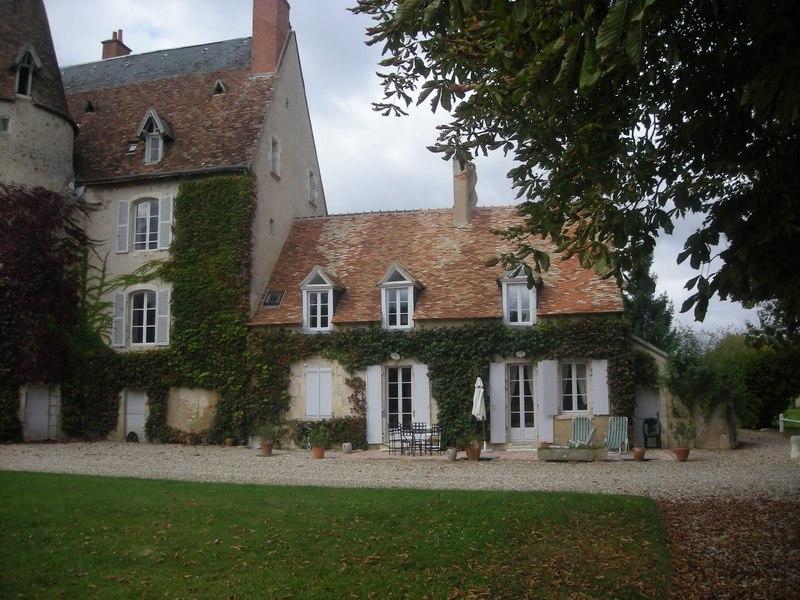 Chateau-Le-Plessis-36330-Velles-le-sequoia-exterieur