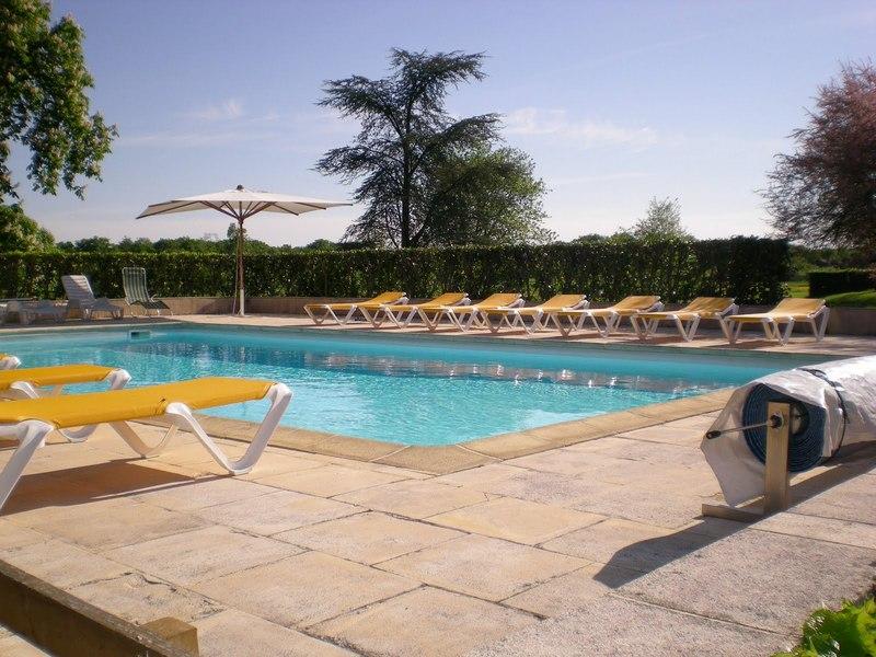 Chateau-Le-Plessis-36330-Velles-le-sequoia-piscine
