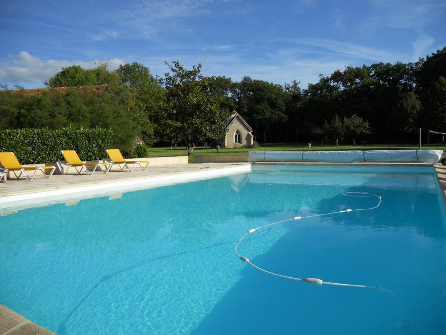 Chateau-Le-Plessis-36330-Velles-piscine-du-domaine