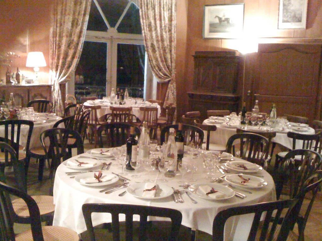 Chateau-Le-Plessis-36330-Velles-salle-de-reception-diner-chasse