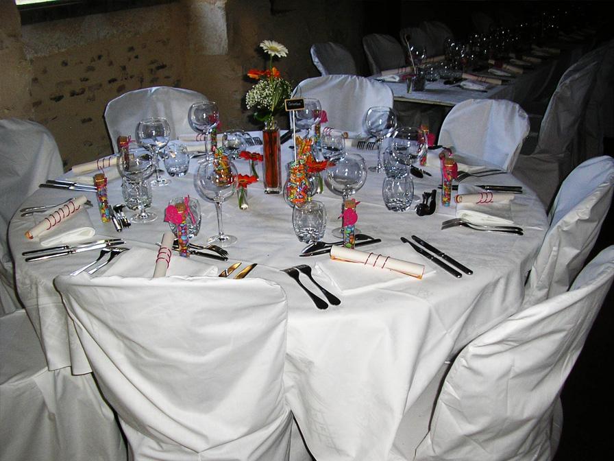 Chateau-Le-Plessis-36330-Velles-salle-de-reception-table-dressee